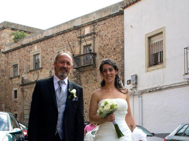 La boda de Luismi y Sara en Casar De Caceres, Cáceres 15