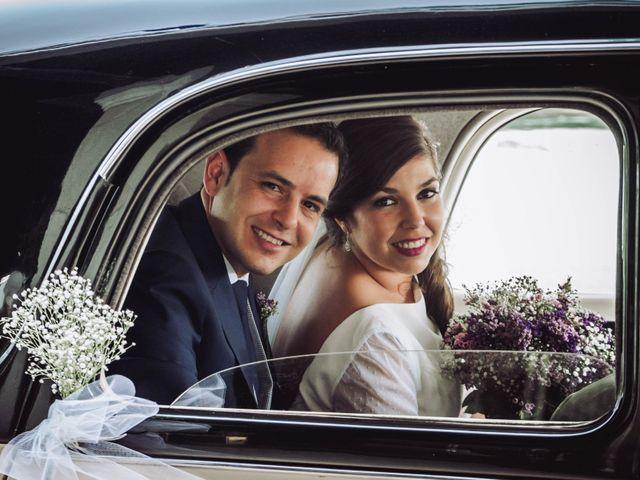 La boda de Carlos y Lara en Sevilla, Sevilla 33
