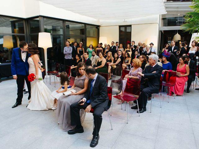 La boda de Santiago y Esther en Madrid, Madrid 10