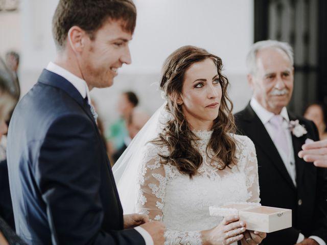 La boda de Alejandro y Isabel en La Roca De La Sierra, Badajoz 18