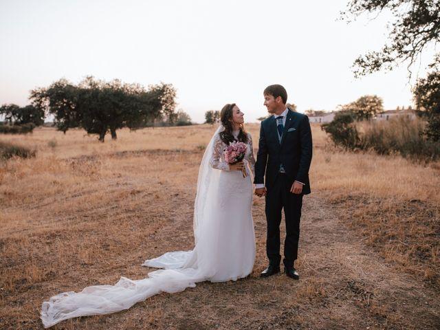 La boda de Alejandro y Isabel en La Roca De La Sierra, Badajoz 31