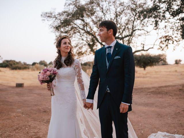 La boda de Alejandro y Isabel en La Roca De La Sierra, Badajoz 33