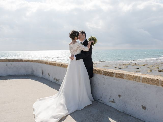 La boda de Víctor y Inmaculada en Cádiz, Cádiz 27