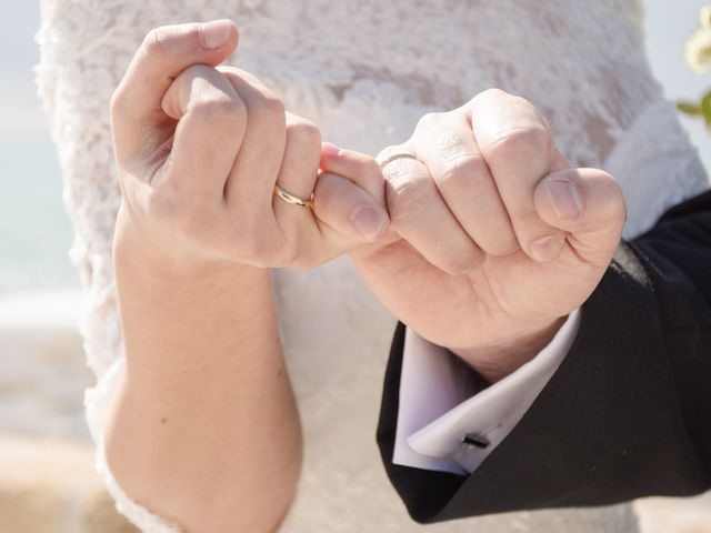La boda de Víctor y Inmaculada en Cádiz, Cádiz 28