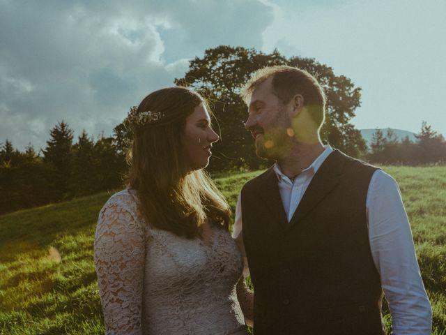 La boda de Faye y James