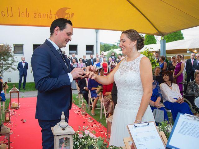 La boda de Ivan y Diana en Oviedo, Asturias 20