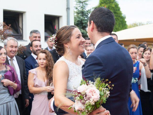 La boda de Ivan y Diana en Oviedo, Asturias 24