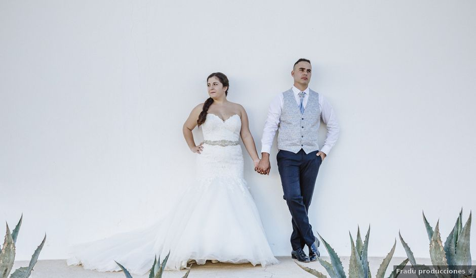 La boda de Jose y Cynthia en La Curva, Almería