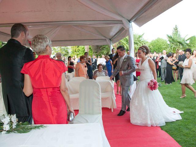 La boda de Luis y Leticia en La Bañeza, León 15