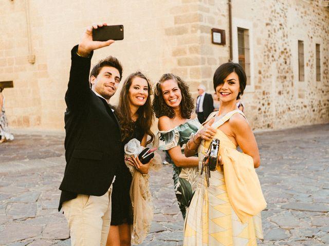 La boda de Miguel y Marta en Cáceres, Cáceres 16