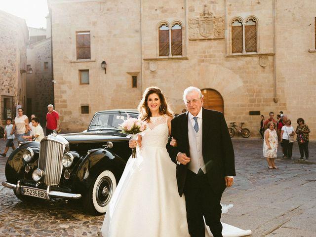 La boda de Miguel y Marta en Cáceres, Cáceres 22