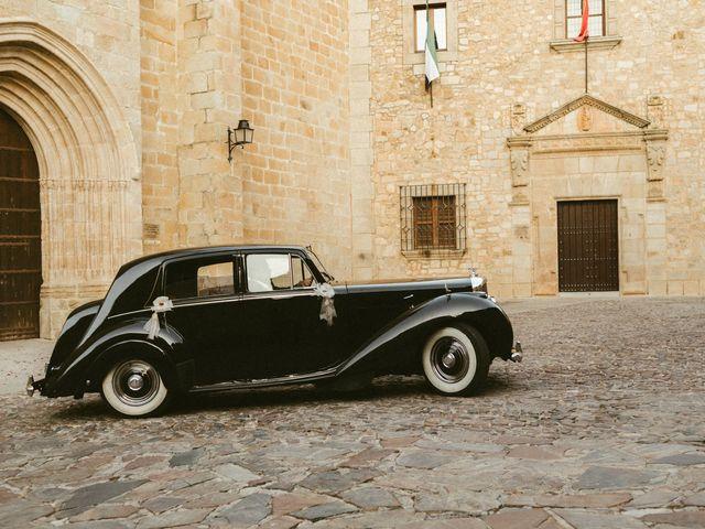 La boda de Miguel y Marta en Cáceres, Cáceres 27