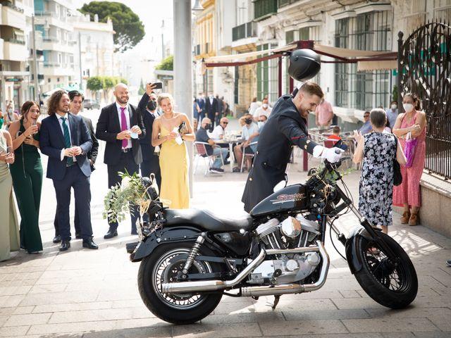 La boda de José y Laura en Chiclana De La Frontera, Cádiz 13