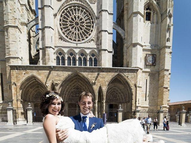 La boda de Álvaro y Elisa en León, León 23