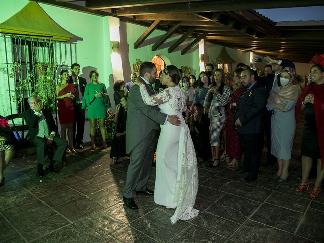 La boda de Rubén y Macarena en Alcala De Guadaira, Sevilla 77