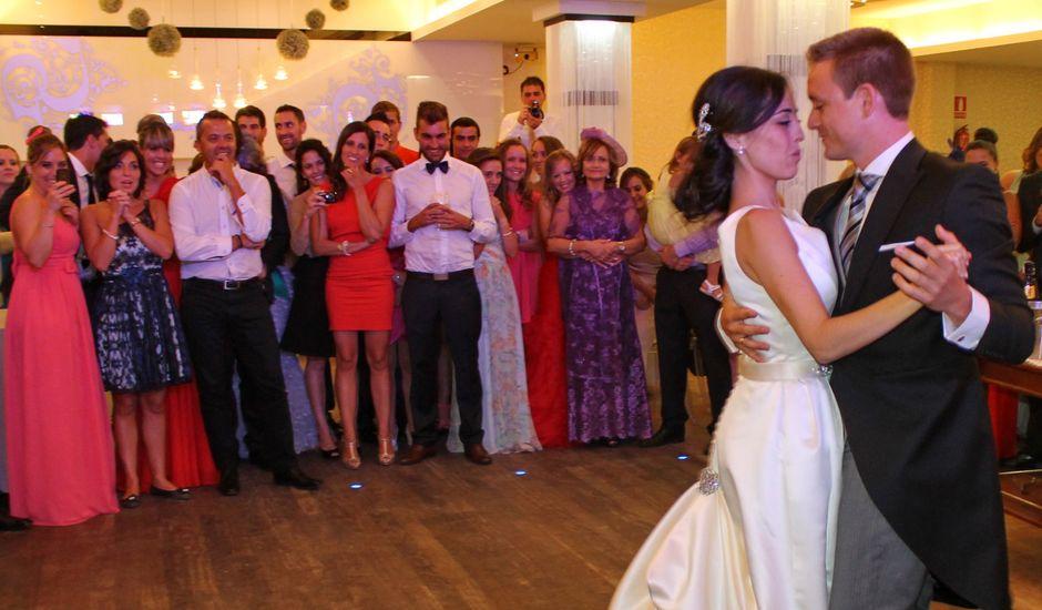 La boda de Álvaro y Tania en Aguiño, A Coruña