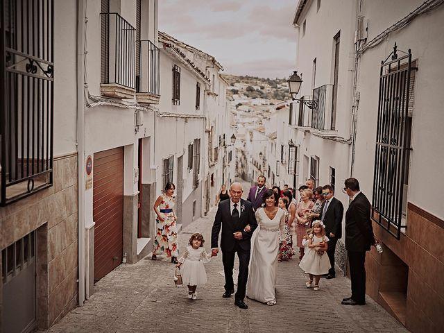 La boda de Victor y Teresa en Alcala La Real, Jaén 28