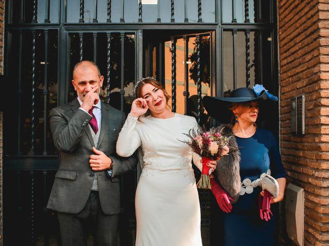 La boda de Kiko y Lourdes en Santiponce, Sevilla 17