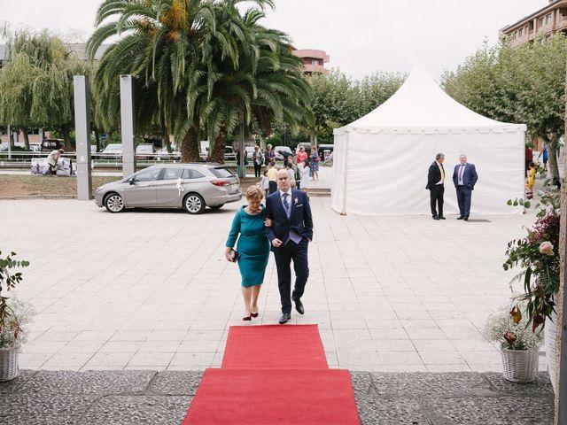 La boda de Víctor y María en Piedras Blancas, Asturias 14