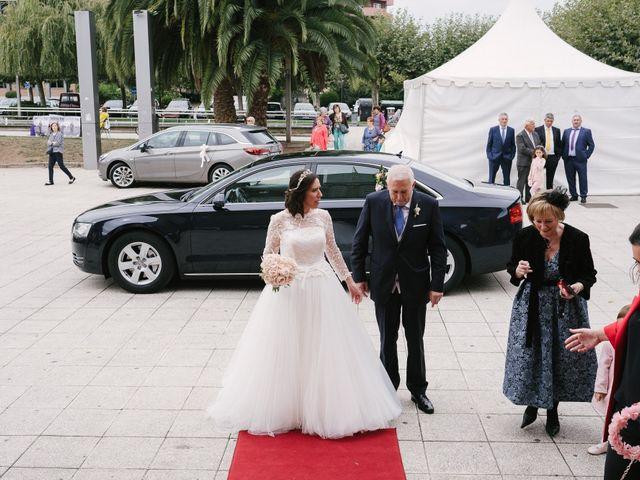 La boda de Víctor y María en Piedras Blancas, Asturias 16