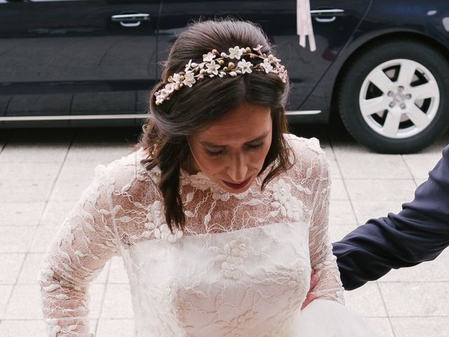 La boda de Víctor y María en Piedras Blancas, Asturias 17