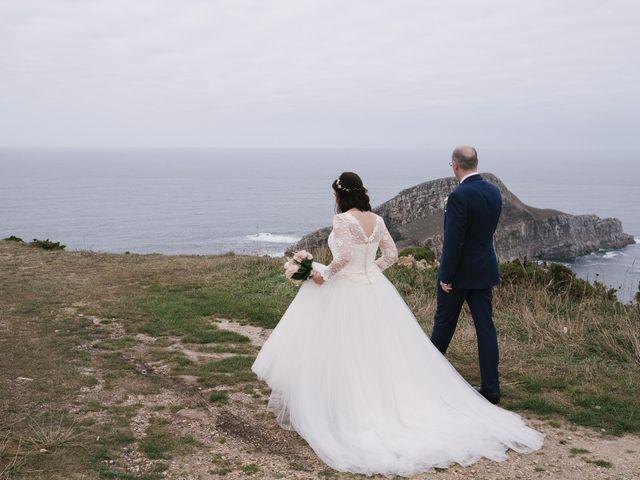 La boda de Víctor y María en Piedras Blancas, Asturias 33