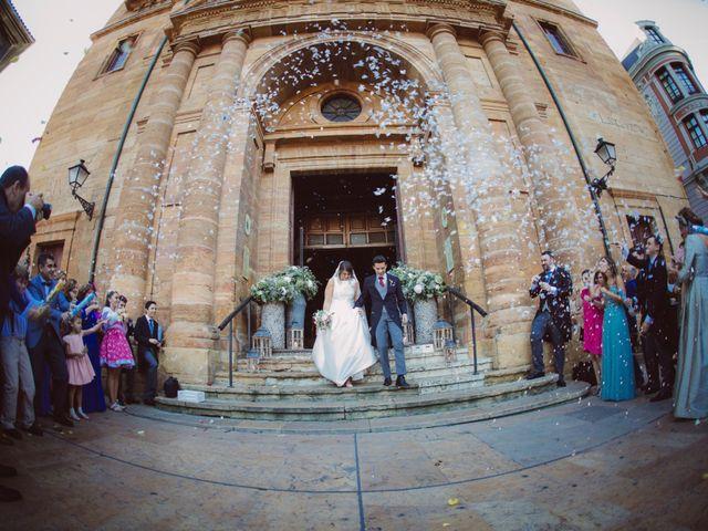 La boda de Toño y Andrea en Oviedo, Asturias 25