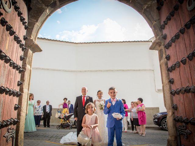 La boda de Jesús Miguel y Beatriz en Hinojosa Del Duque, Córdoba 12