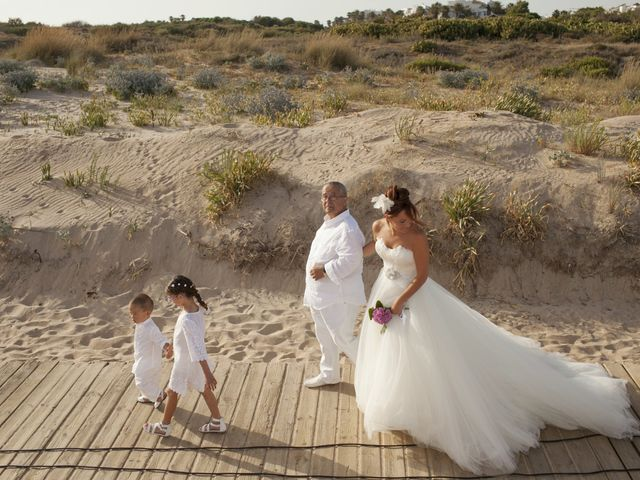 La boda de Fernando y Jezabel en Rota, Cádiz 8