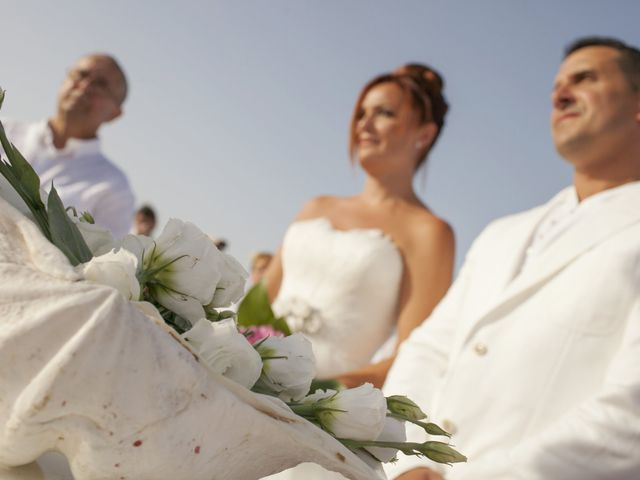 La boda de Fernando y Jezabel en Rota, Cádiz 11
