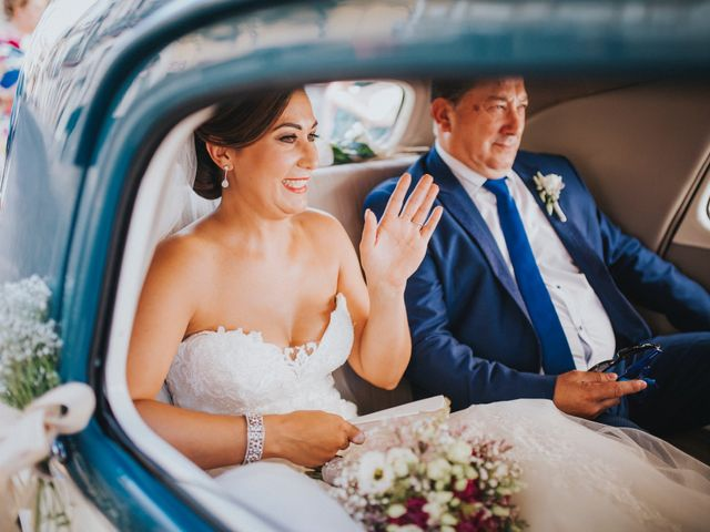 La boda de Javier y Miriam en Camas, Sevilla 39