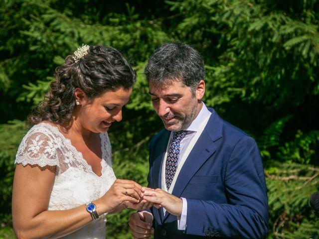 La boda de Miguel y Reyes en Viladrau, Girona 24