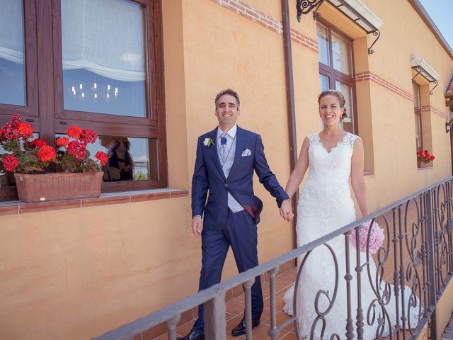 La boda de Tomás y Victoria en Langa, Ávila 31