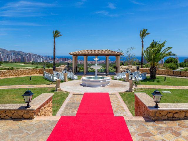 La boda de Jake y Jessica en Benidorm, Alicante 5