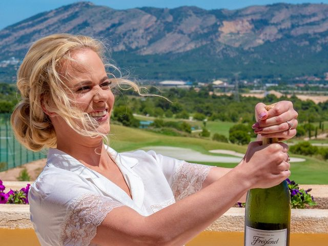 La boda de Jake y Jessica en Benidorm, Alicante 8