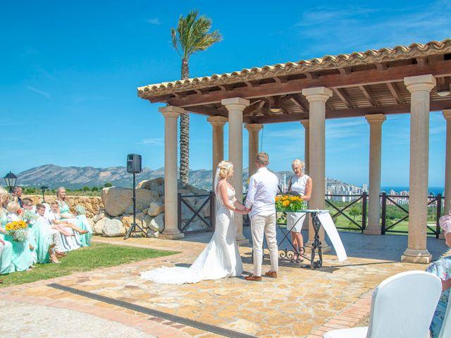La boda de Jake y Jessica en Benidorm, Alicante 22