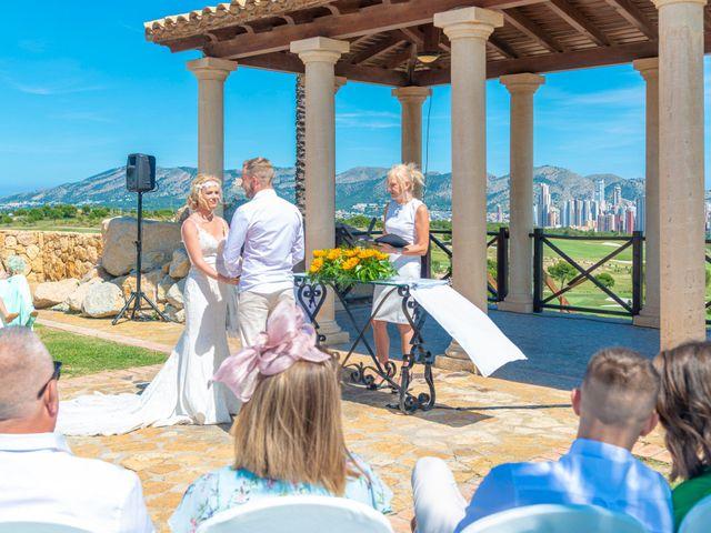 La boda de Jake y Jessica en Benidorm, Alicante 23