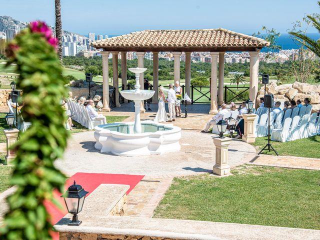 La boda de Jake y Jessica en Benidorm, Alicante 25