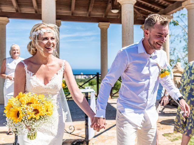 La boda de Jake y Jessica en Benidorm, Alicante 28
