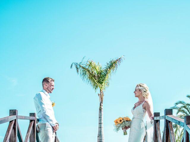 La boda de Jake y Jessica en Benidorm, Alicante 37