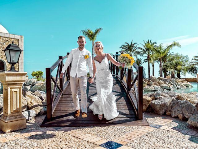 La boda de Jake y Jessica en Benidorm, Alicante 39