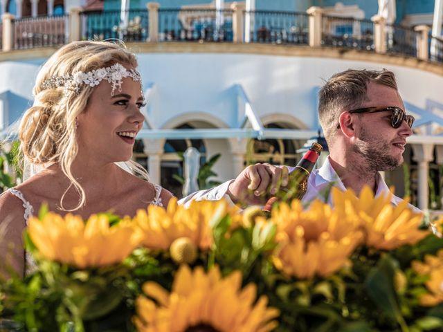 La boda de Jake y Jessica en Benidorm, Alicante 43