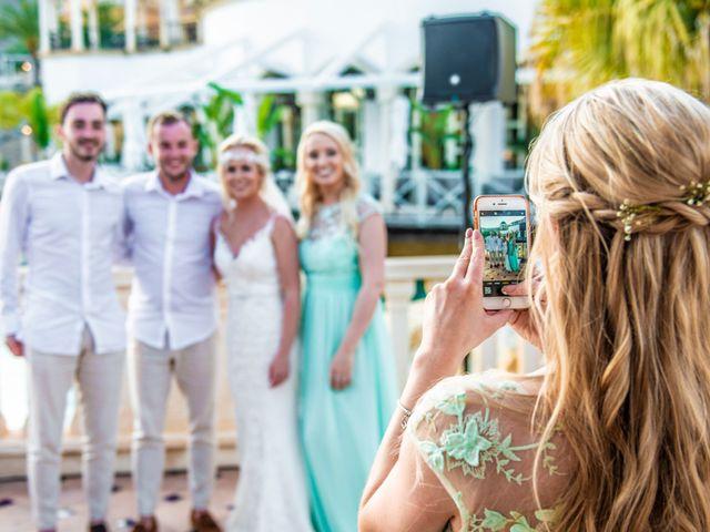 La boda de Jake y Jessica en Benidorm, Alicante 44