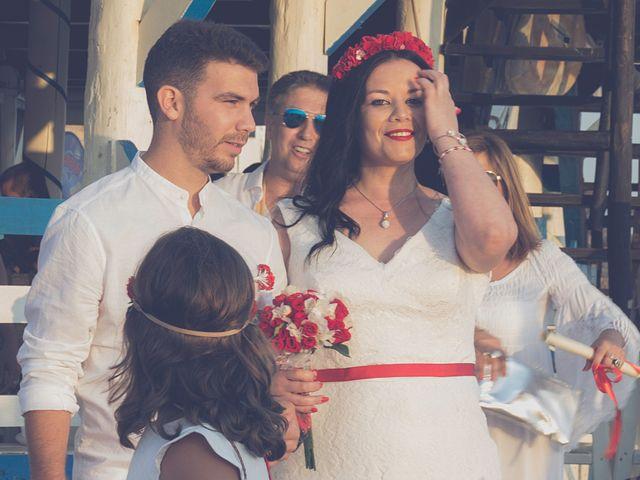 La boda de Israel y Esmeralda en Matalascañas, Huelva 16