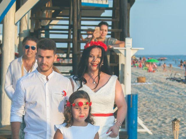 La boda de Israel y Esmeralda en Matalascañas, Huelva 17