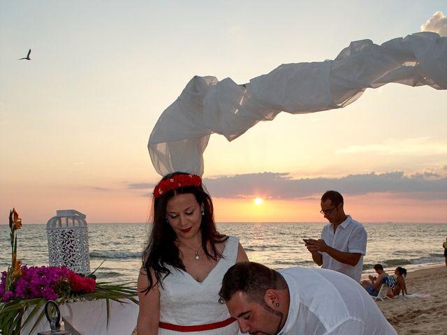 La boda de Israel y Esmeralda en Matalascañas, Huelva 42
