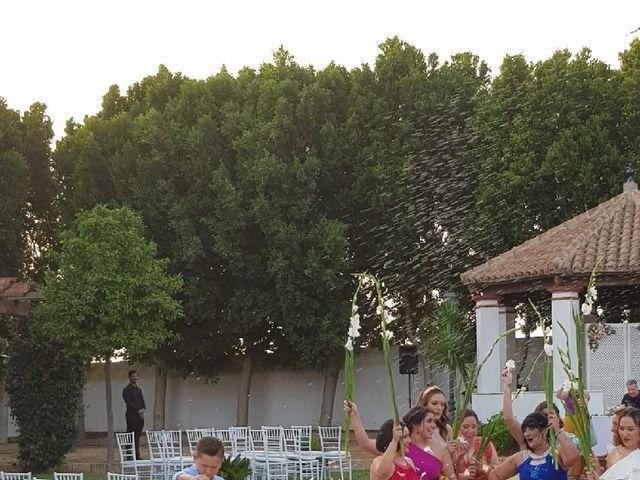 La boda de Rafael y Mari  en Sevilla, Sevilla 15