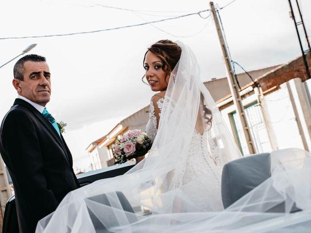 La boda de Salvador y Mónica en Calzada De Calatrava, Ciudad Real 33