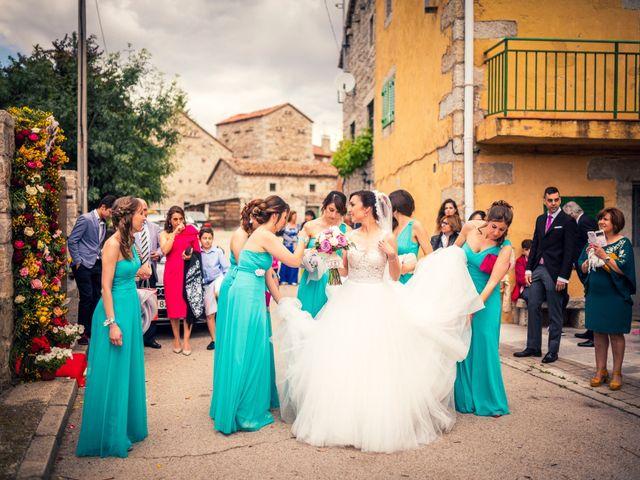 La boda de Javi y Virginia en El Berrueco, Madrid 35