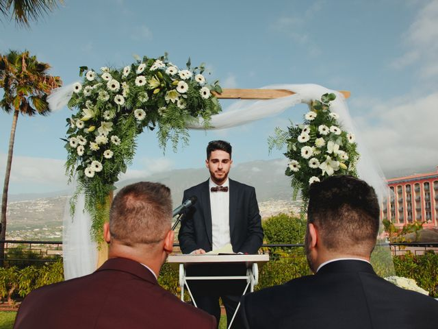 La boda de Ricardo y Zeben en Puerto De La Cruz, Santa Cruz de Tenerife 17